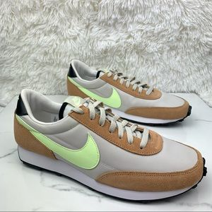 Nike Daybreak Women's 11 Tab Green Black Sneakers